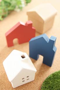 積み木の家のイラスト